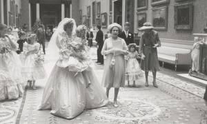 Αδημοσίευτες φωτογραφίες από το γάμο της αδικοχαμένης Νταϊάνα και του Καρόλου (photos)