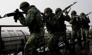 Δε χρειάζεται μάστερ ο ρώσος στρατιώτης για να χρησιμοποιήσει ένα όπλο