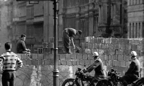 13/8/1961: Ξεκινά η ανέγερση του τείχους του Βερολίνου (pics)