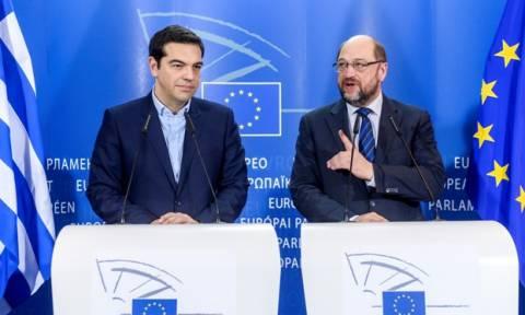 «Αντάρτικο» Σουλτς κατά Σόιμπλε–Διαβεβαιώνει τον Τσίπρα ότι καλεί το Βερολίνο να ψηφίσει τη συμφωνία