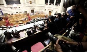 Συζήτηση για συμφωνία: Ποιοι ψήφισαν υπέρ της διαδικασίας του κατεπείγοντος