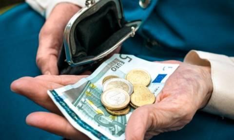 Ψυχρολουσία για τους συνταξιούχους: Κάτω απο τα 400 ευρώ η κατώτατη σύνταξη