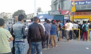 Μετανάστες… παντού και στη Μυτιλήνη: 3000 περιμένουν το καράβι για Πειραιά (video)
