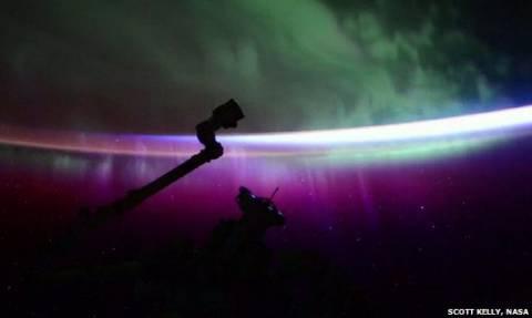 Μαγική εικόνα δια χειρός… Σκοτ Κέλι: Το Βόρειο Σέλας από το διάστημα (video)