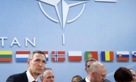 NATO: Μείωση στρατιωτικών δαπανών σε 7 χώρες
