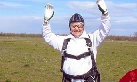 Σούπερ γιαγιά 80 Μαΐων έκανε... μπάντζι τζάμπινγκ σε μια από τις υψηλότερες γέφυρες της Ευρώπης