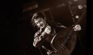 Ο Μιχάλης Τζουγανάκης για μία συναυλία στην Πλατεία Μιαούλη στη Σύρο