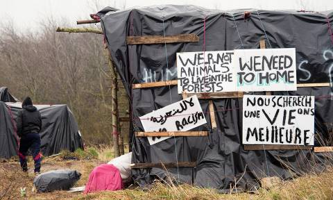 Καλαί: Γαλλία και Βρετανία υπογράφουν συμφωνία για τη διαχείριση της κρίσης
