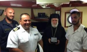 Ο Μητρολίτης Σύρου σε πλοίο του Πολεμικού Ναυτικού στην Ερμούπολη