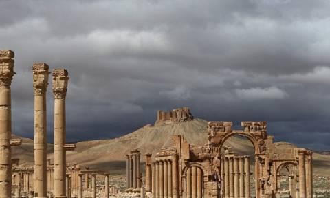 Οι τζιχαντιστές ανέβασαν στο διαδίκτυο φωτογραφία από τον αποκεφαλισμό του Σύρου αρχαιολόγου