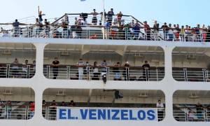 Αποχωρούν μαζικά από τον Πειραιά οι πρόσφυγες
