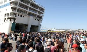 Δρομολογούνται άμεσα πλοία για τη μεταφορά των μεταναστών από τα νησιά
