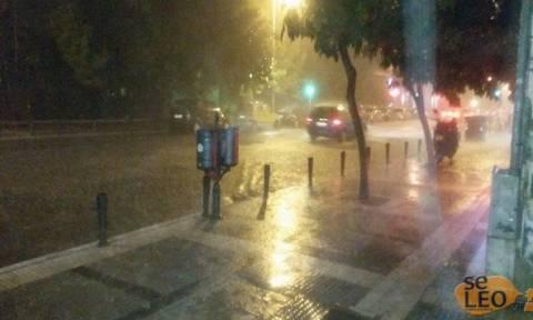Καιρός: Ξαφνικό μπουρίνι στη Θεσσαλονίκη – Πλημμύρισαν σπίτια (pics-vid)