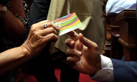 Πιστώνεται από Δευτέρα η κάρτα αλληλεγγύης