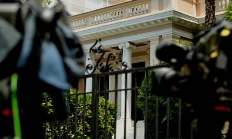 Μαξίμου: Με φανταστικά κυβερνητικά σενάρια ροκανίζει το χρόνο ο Μεϊμαράκης