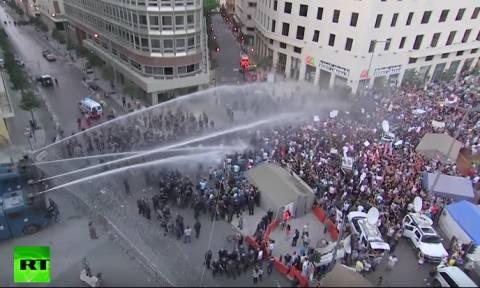 Λίβανος: Επεισοδιακές διαδηλώσεις με αφορμή τα σκουπίδια της Βηρυττού (videos)