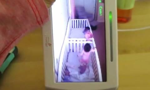Όσκαρ ηθοποιίας από δίδυμα μωράκια: Προσποιούνται τα κοιμισμένα όταν... (video)