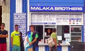 Malaka Brothers Gyro: Το απόλυτα ελληνικό σουβλατζίδικο που τρελαίνει το Λος Άντζελες (pics+vid)