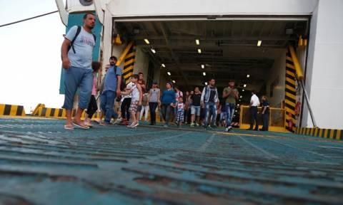 Στο λιμάνι του Πειραιά φτάνουν το απόγευμα 2.500 ακόμα Σύροι πρόσφυγες