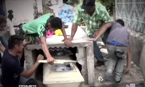 Την έθαψαν και μετά την άκουσαν να φωνάζει μέσα από τον τάφο (video)