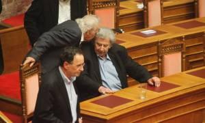 Λαφαζάνης σε Μίκη: Και στη Βουλή και στο Παλλαϊκό Μέτωπο