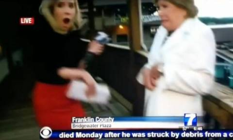 Σοκ: Δημοσιογράφοι πέφτουν νεκροί κατά τη διάρκεια ζωντανής μετάδοσης (video)