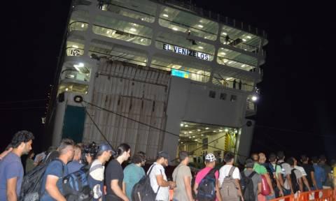 Στην Κω το «Ελευθέριος Βενιζέλος» για να παραλάβει πρόσφυγες