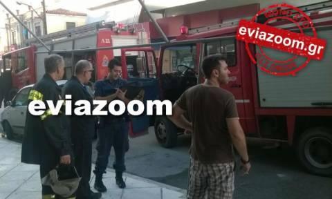 Χαλκίδα: Σπίτι παραδόθηκε στις φλόγες (photos - video)