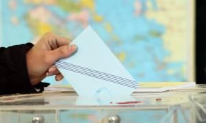 Δημοσκόπηση: Εκλογικό ντέρμπι μεταξύ ΣΥΡΙΖΑ και ΝΔ