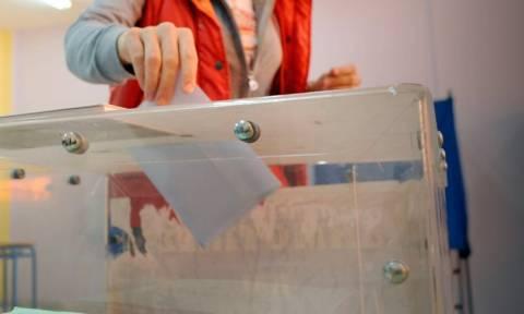 Δημοσκοπήσεις: Ντέρμπι ΣΥΡΙΖΑ - ΝΔ δείχνουν νέες μετρήσεις