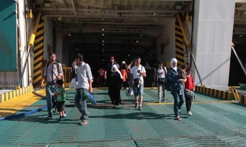 Δύο ακόμη πλοία με χιλιάδες μετανάστες αναμένονται στον Πειραιά
