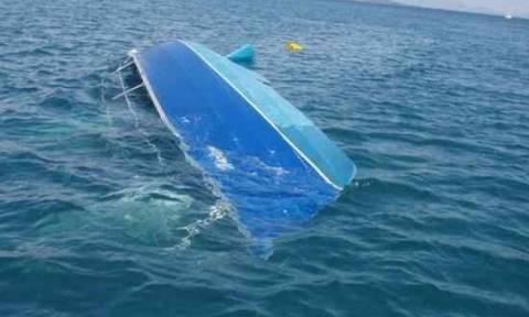 Δραματική διάσωση ιστιοπλόων - Βυθίστηκε το σκάφος τους