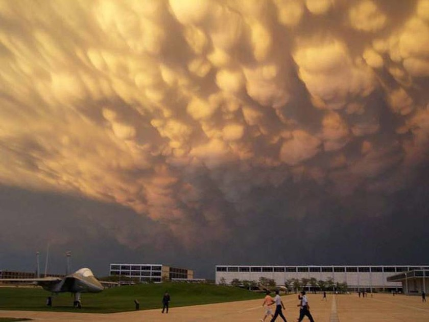 Mammatus: Τα εντυπωσιακά «σύννεφα γυναικείου μαστού»