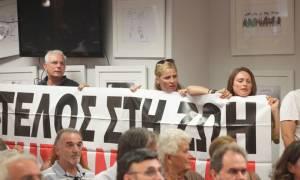 Εργαζόμενοι της Βουλής διέκοψαν την ομιλία της Κωνσταντοπούλου