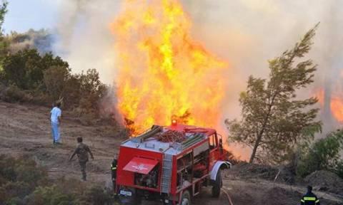 Σε εξέλιξη πυρκαγιά κοντά στο Ξυλόκαστρο