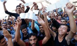 Σκηνές χάους στη Βουδαπέστη με μετανάστες που θέλουν τη… Μέρκελ (videos+photos)