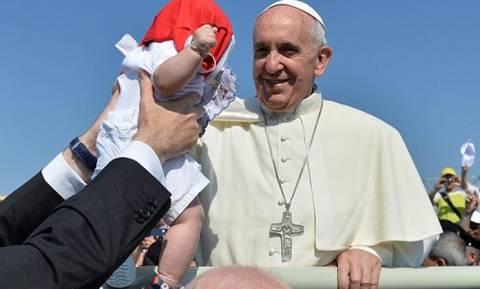 Ο Πάπας συγχωρεί τις αμβλώσεις για έναν… χρόνο!