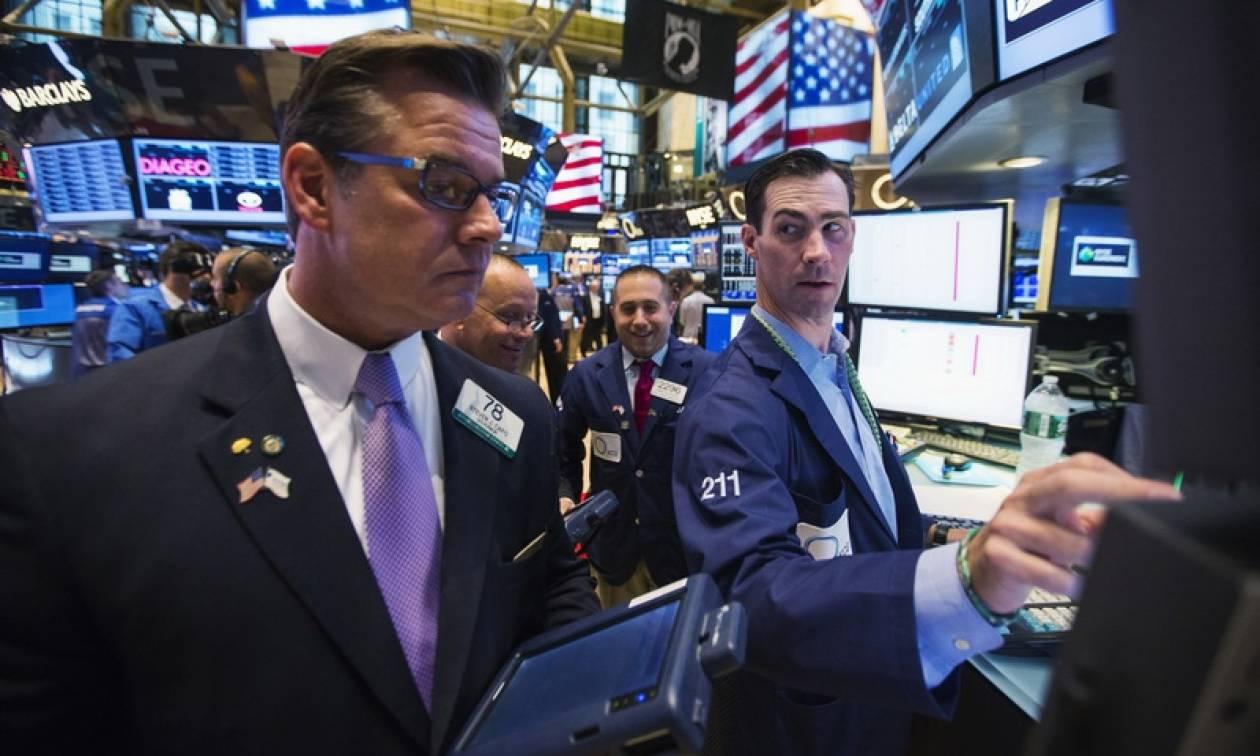 Με νέα «βουτιά» έκλεισαν οι δείκτες στη Wall Street
