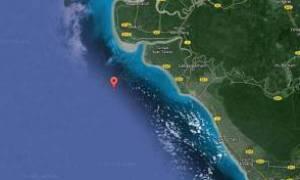 Μαλαισία: Ανατράπηκε πλεούμενο με 100 επιβαίνοντες