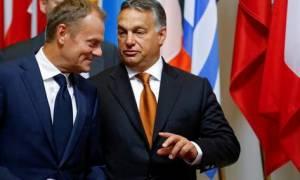Τουσκ: Να κατανεμηθούν δίκαια στην ΕΕ τουλάχιστον 100.000 πρόσφυγες