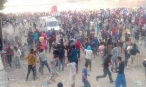 Μυτιλήνη: Απομακρύνονται από το λιμάνι 10.000 πρόσφυγες και μετανάστες μετά τα νέα επεισόδια (Video)