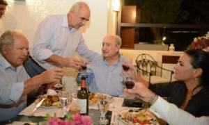 Ο Μητσοτάκης πίνει τσικουδιές με τον Μεϊμαράκη και τους Κρητικούς βουλευτές