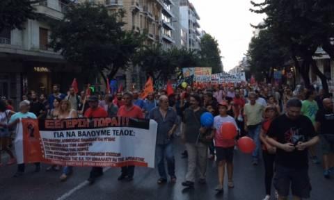 ΔΕΘ 2015: Δυναμικό «παρών» κατά της λιτότητας από χιλιάδες πολίτες
