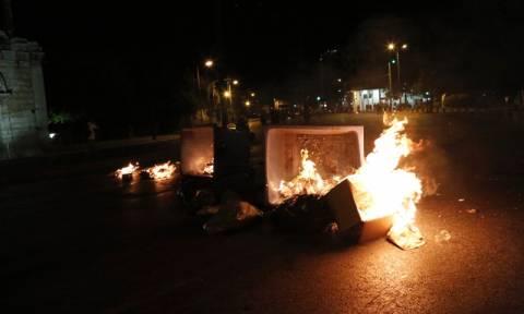 Επεισόδια μεταξύ κουκουλοφόρων και Αστυνομίας στο κέντρο της Αθήνας