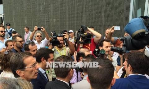 Το Newsbomb.gr στη ΔΕΘ: Φραστική επίθεση στον Τσίπρα από δύο συζύγους μεταλλωρύχων (vid)