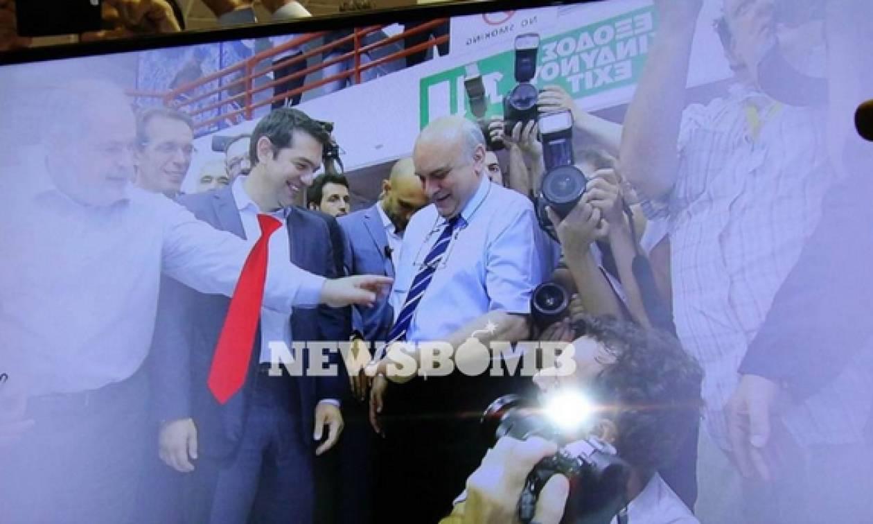To Newsbomb.gr στη ΔΕΘ: Ο Τσίπρας στη ΔΕΘ με κατακόκκινη γραβάτα (vid)
