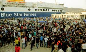 Χαοτική η κατάσταση στη Μυτιλήνη: Νέα επεισόδια μεταξύ αστυνομικών και μεταναστών