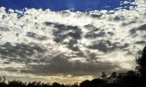 Με συννεφιά, βροχές και νέα πτώση της θερμοκρασίας ο καιρός της Τρίτης (pics)