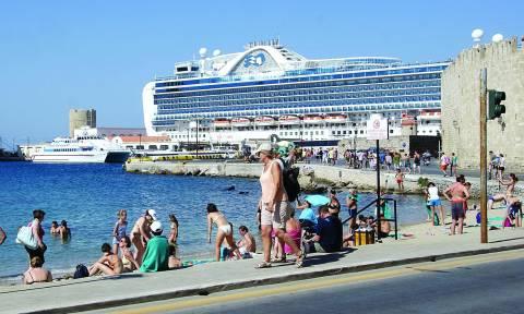 Νέο ρεκόρ για τον ελληνικό τουρισμό παρά τα capital controls