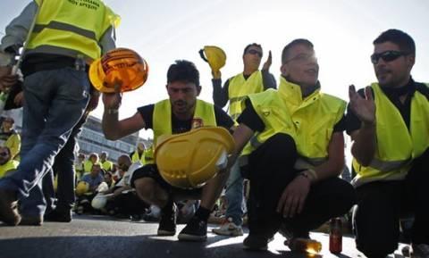Σκηνές στη Μεσογείων στήνουν δεκάδες εργαζόμενοι από τις Σκουριές